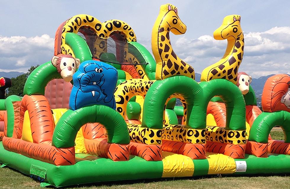 Parcours gonflable safari